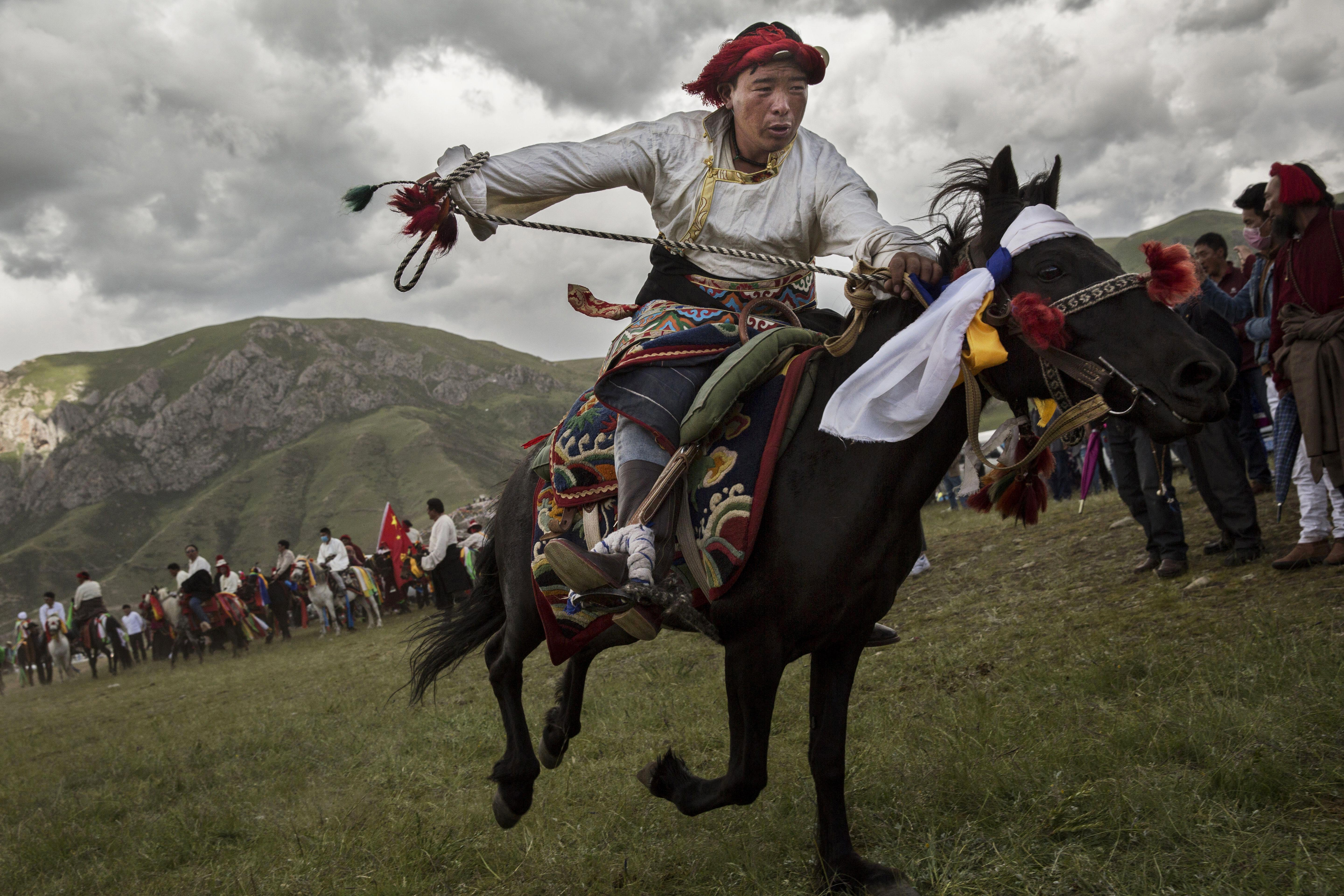 Kevin Frayer Nomadic Life Threatened On The Tibetan