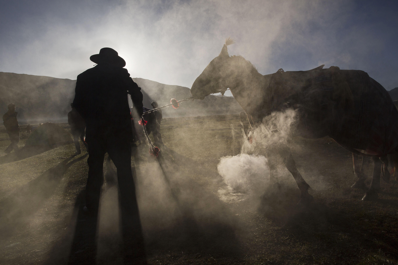 Kevin Frayer Nomadic Life Threatened On The Tibetan