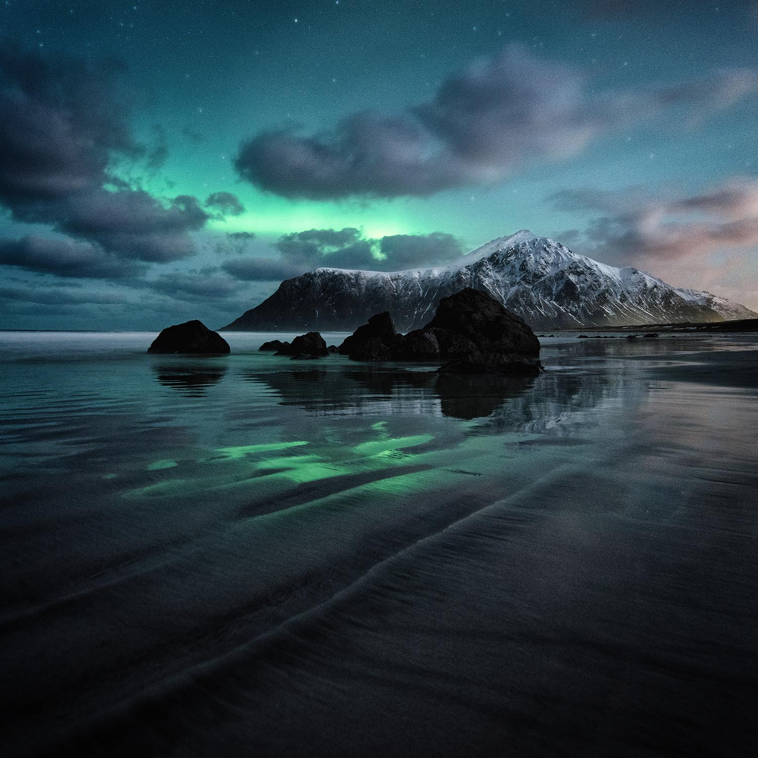 Stunning Photos Show Beauty Of The Northern Lights World
